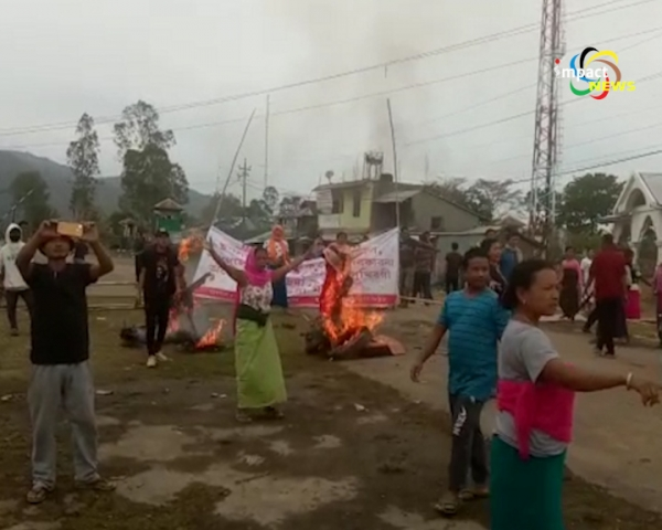 Police disperse agitators  over relocation of Imphal East District Hospital at Sagolmang; at least 4 agitators injured